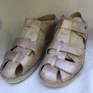 Finn Comfort Sandal 9 Metallic Leather Close Toe